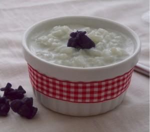 Riz au lait à la violette (fleurs de violettes cristallisées)
