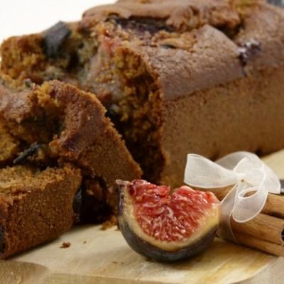 Cake à la semoule, lait de coco, figues et cannelle