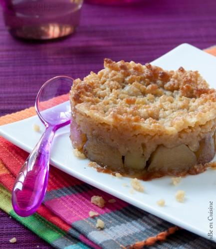 Crumble de pommes (et fleurs de violettes cristallisées)