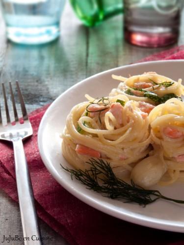 Pâtes au saumon, courgettes et aneth