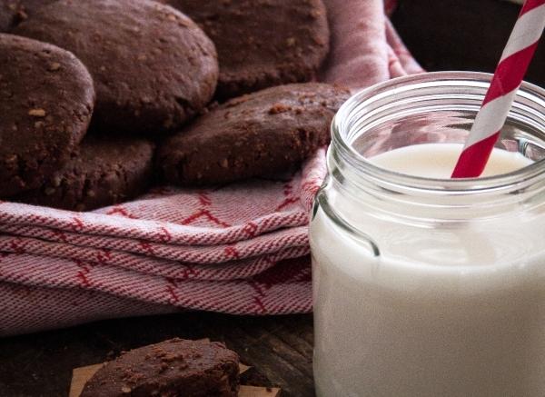 Cookies au chocolat, noix de cajou et flocons de millet (sans beurre, sans lait, sans oeuf – Vegan)
