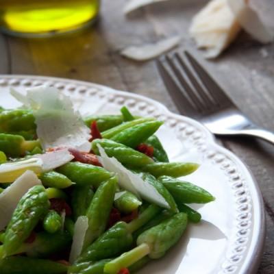 Salade d'ornithogale, tomate séchées et parmesan