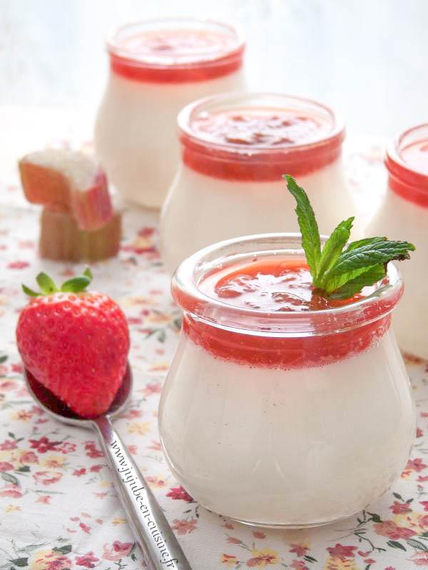 Panna Cotta légère à la menthe et coulis de fraise-rhubarbe