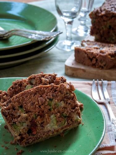 Cake à la courgette, tomates séchées et graines de lin