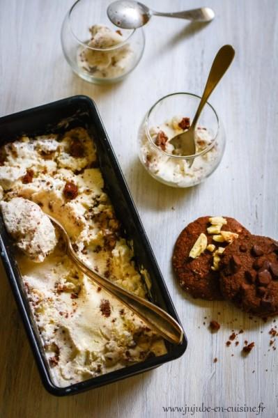 Crème glacée vanillée et brisures de cookies