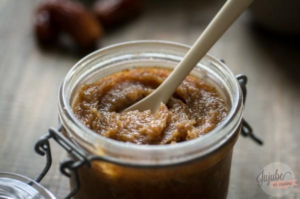 Pâte à tartiner maison aux dattes, purée d'amandes et huile de noisettes