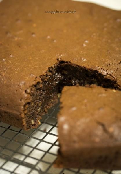 Moelleux fondant aux chocolat express (avec des noisettes et de l'huile essentielle de mandarine)