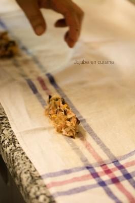 Placez la farce sur la galette (partie double épaisseur)