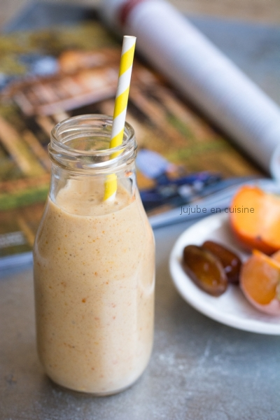Smoothie au kaki, orange, banane, lait de soja et gingembre
