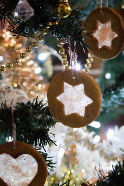 Biscuits vitraux pour décorer le sapin de Noël