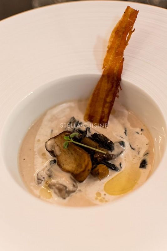 Soupe de châtaignes de l'Ardèche, champignons sauvages, Grand Cru Dulsão do Brasil Nespresso par Davy Tissot Vin : Condrieu « Malleval » 2012 Ogier Crédit photo : Stella Cuisine