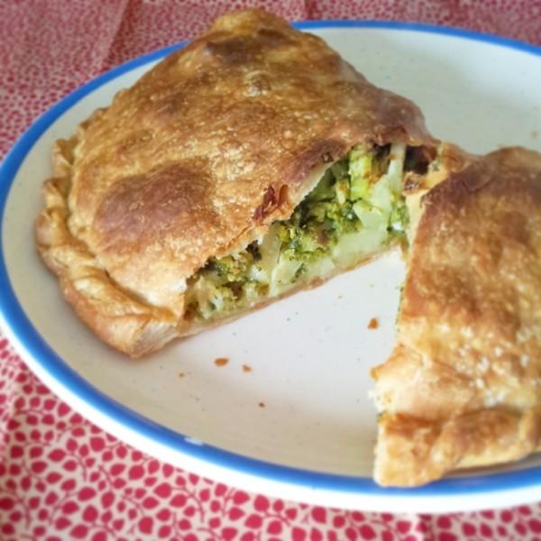 Chausson/calzone au brocolis, crème de coco et huile d'olive à la truffe