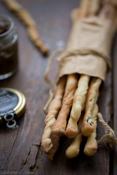 Grissini / Gressins {pavot - sésame - pâte d'olives noire à la truffe}
