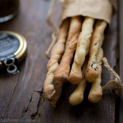 Grissini / Gressins {pavot – sésame – pâte d'olives noire à la truffe}