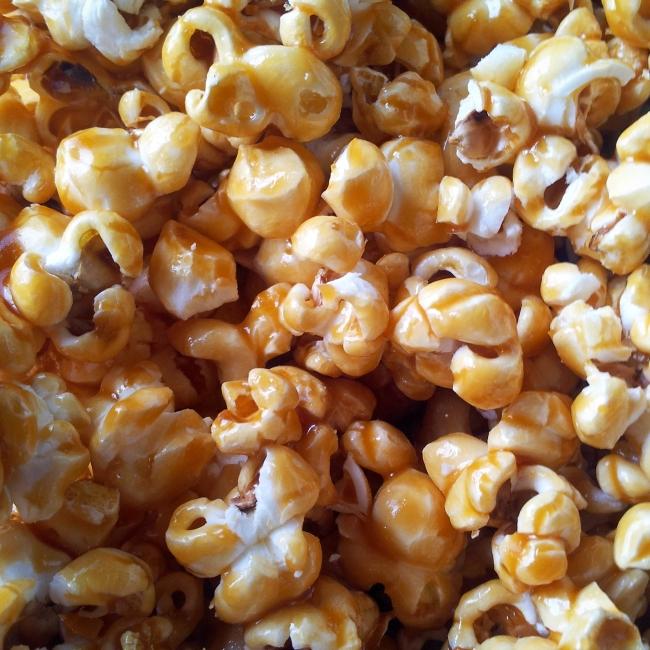 Popcorn au caramel (beurre salé) https://www.jujube-en-cuisine.fr/popcorn-au-caramel-beurre-sale-de-cinema/