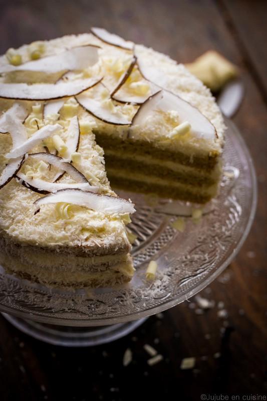 Layer cake noix de coco et chocolat blanc jujube en cuisine - Herve cuisine cake chocolat ...
