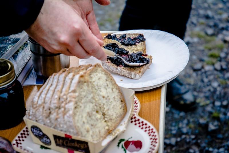 Confiture de bilberry sur tartine de soda bread beurré