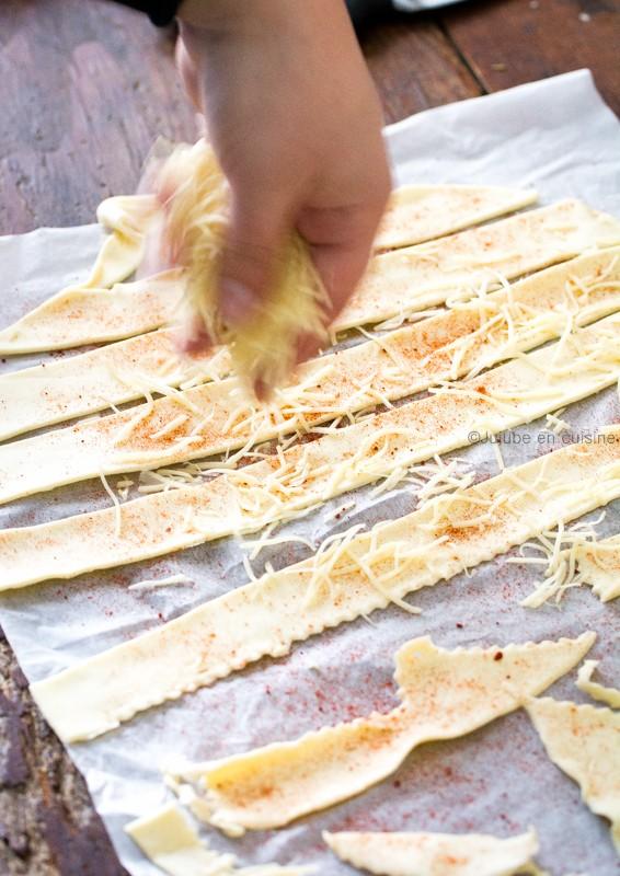 feuilletés apéritif - Utiliser des chutes de pâte feuilletée - gruyère et paprika fumé | Jujube en cuisine