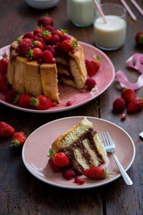 Charlotte au chocolat et fruits rouges (fraises, framboises, grenade) | Jujube en cuisine