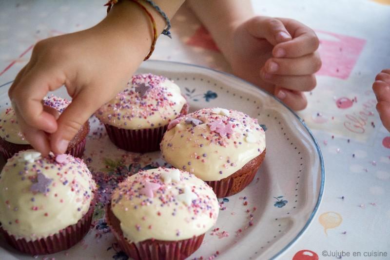 Les enfants ont TROP décorés les cupcakes... (haha) | Jujube en cuisine
