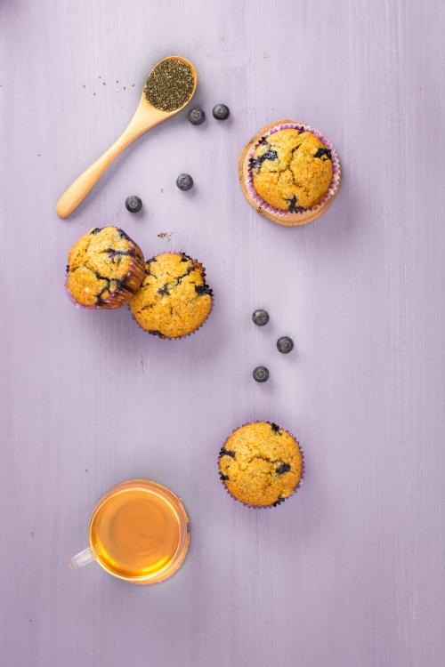 Muffins aux myrtilles, citron jaune et graines de chia | illustration de 'Les desserts sans' | Jujube en cuisine