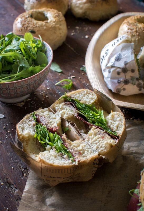Bagels (viande des Grisons, fromage frais, tapenade, parmesan et roquette) | Jujube en cuisine