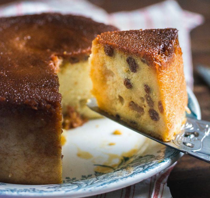 Gâteau de semoule (aux raisins secs et caramel)