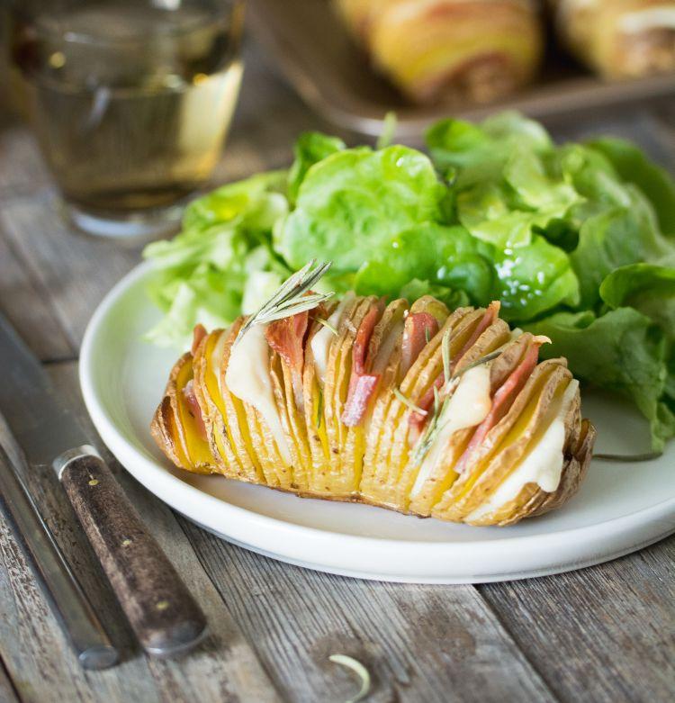 Pommes de terre rôties à la suédoise (Hasselback potatoes) au gouda et bacon