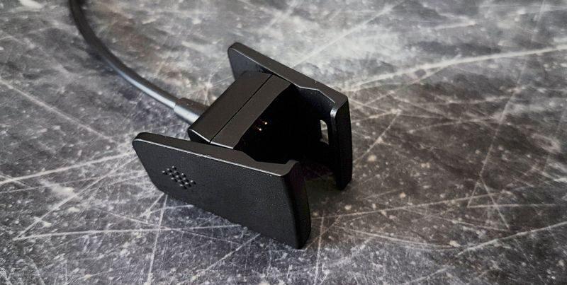 Mon avis sur le bracelet d'activité Fitbit Charge 2 | Pince de chargement | Jujube en cuisine
