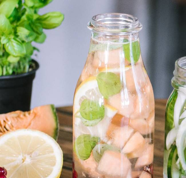 Detox water melon basilic citron groseille