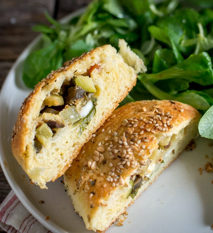 Brioches fourrées aux légumes, mozzarella et basilic