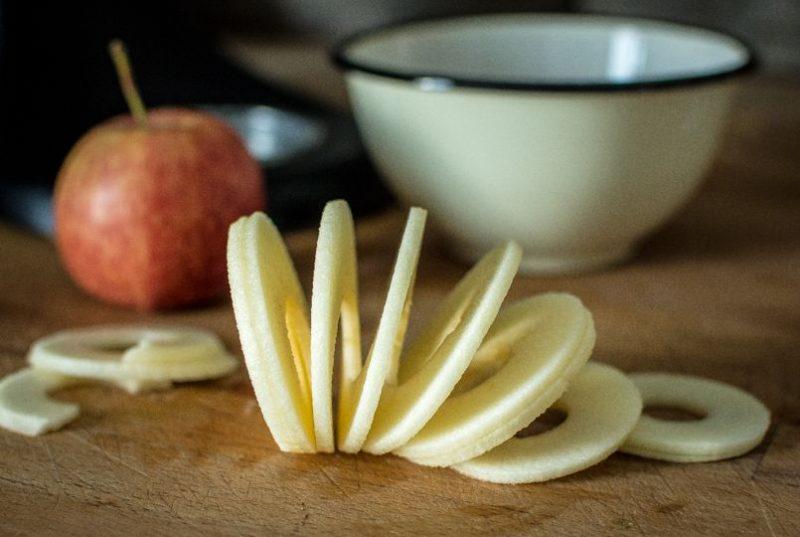 Tarte aux pommes façon crumble (et confiture de fraises) | Jujube en cuisine