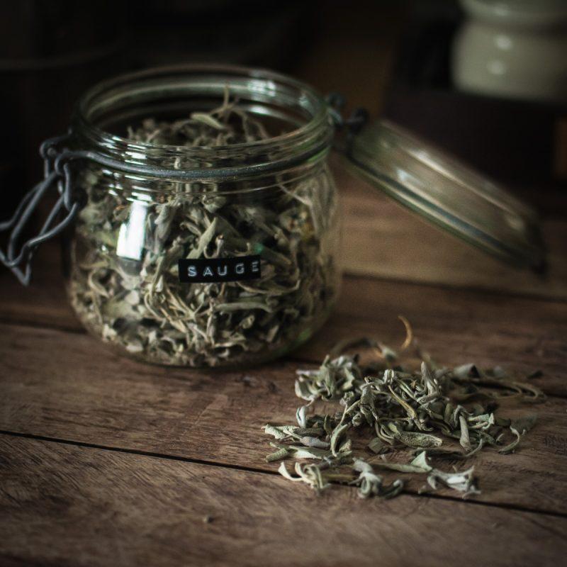 La sauge est antiseptique, digestive, soulage les maux de gorge, aide à faire baisser la fièvre, stimulante en cas de déprime ou forte fatigue... | Jujube en cuisine